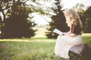 провести время и почитать книгу